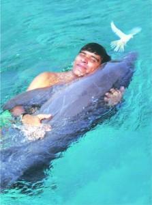 Robiyn abraçar Golfinhos